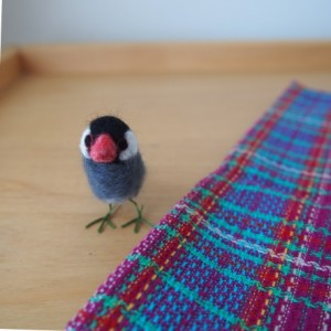 羊毛フェルトの小さな桜文鳥