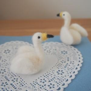 羊毛フェルトの白鳥