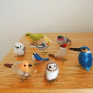 羊毛フェルトの小さな鳥たち