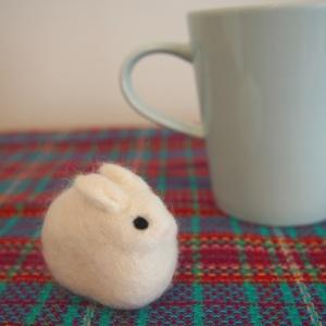 羊毛フェルトのゆきうさぎ