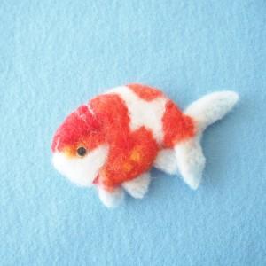 金魚のブローチ風羊毛フェルト絵