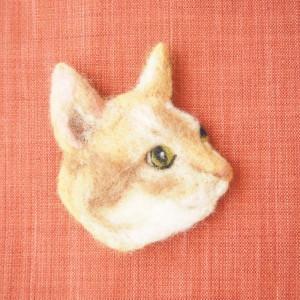 ブローチ風羊毛フェルト絵のねこ