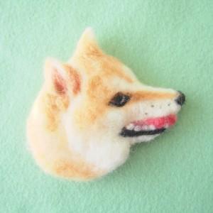 ブローチ風羊毛フェルト絵の柴犬