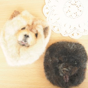 ブローチ風羊毛フェルト絵のチャウチャウ犬
