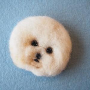 羊毛フェルトブローチのビションフリーゼ