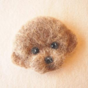 羊毛フェルトブローチのプードル