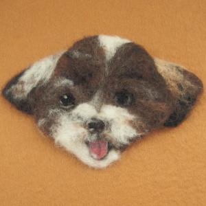 ブローチ風羊毛フェルト絵の犬