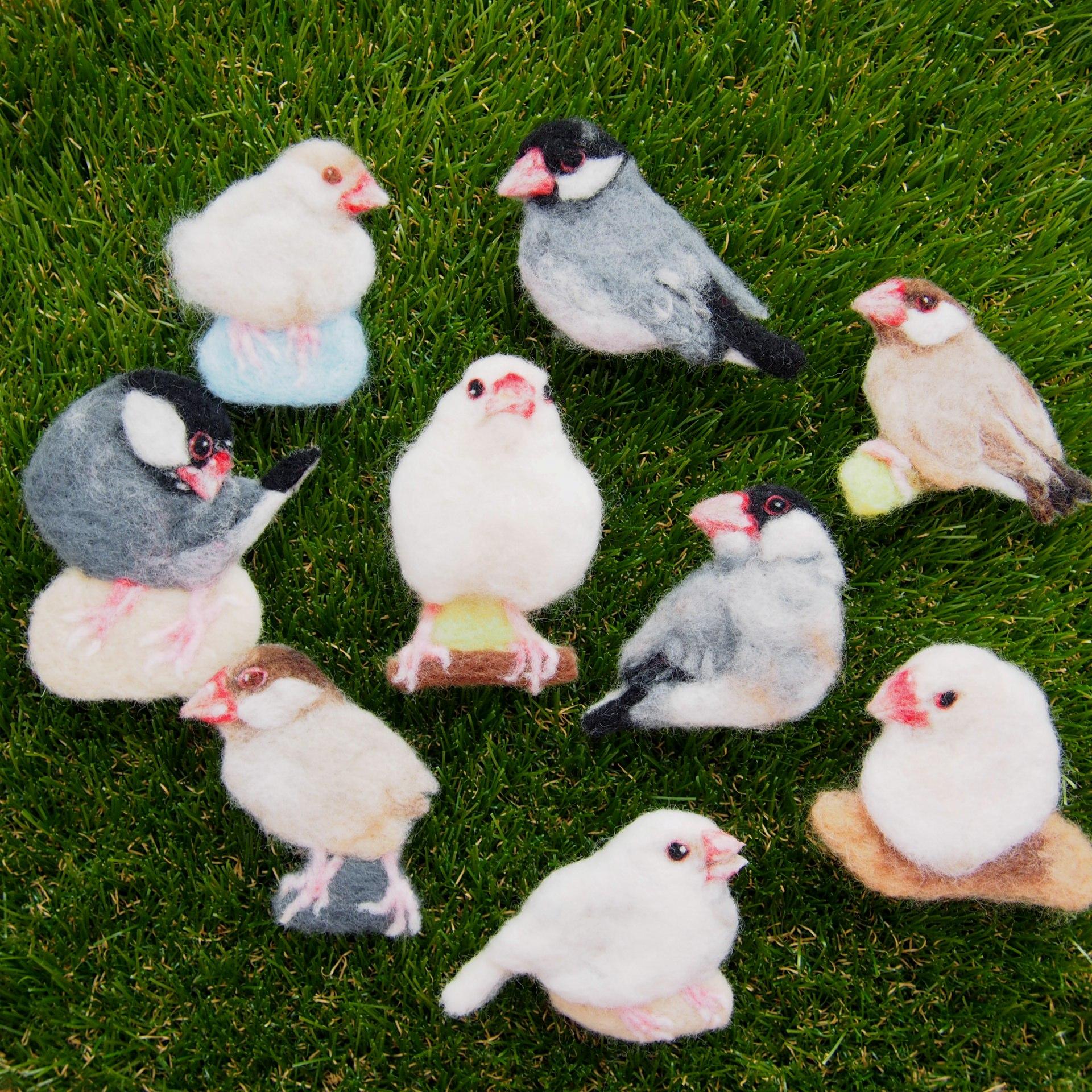 ブローチ風羊毛フェルト絵の文鳥